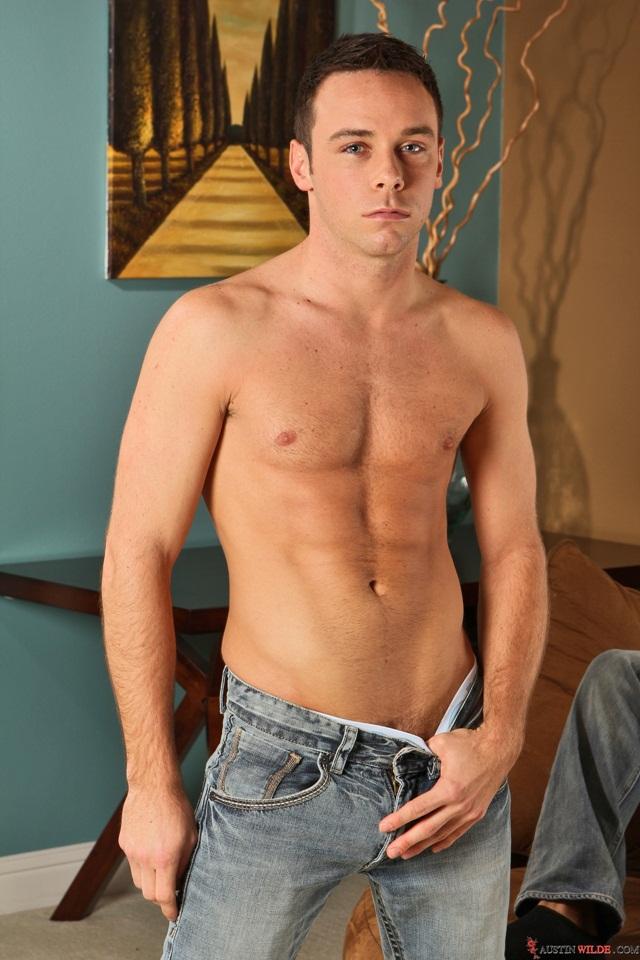 Austin Wilde pile drives Rylan Shaw's sweet ass!
