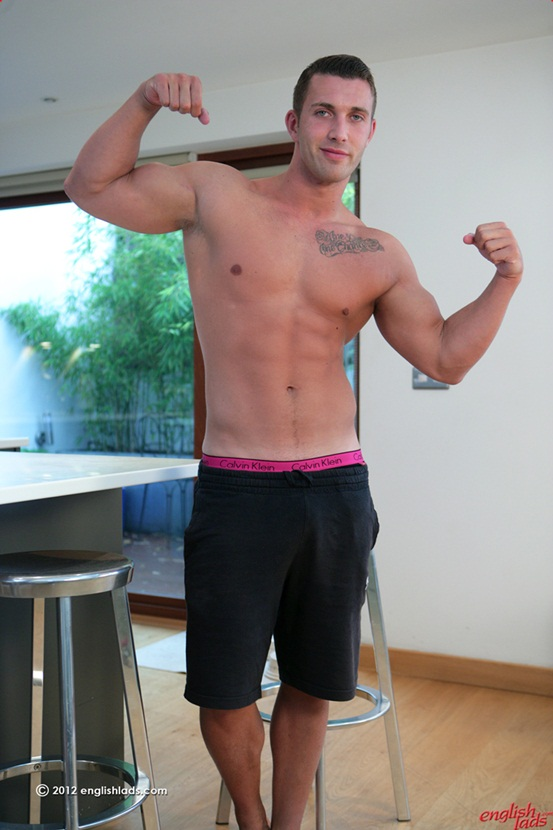 Straight personal trainer James Branson – Tall muscular tanned ripped & hung