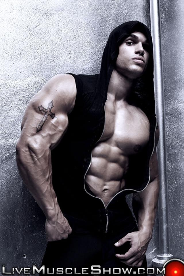 Naked bodybuilder Ruben Valdez at Live Muscle Show