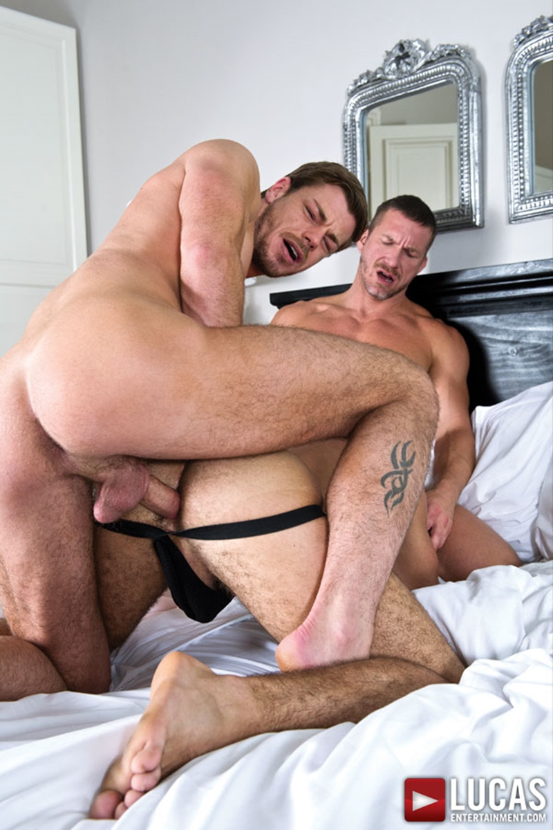LucasEntertainment-bareback-uncut-cock-Toby-Dutch-Tomas-Brand-fucking-bottom-raw-Alejandro-Alvarez-008-tube-download-torrent-gallery-sexpics-photo