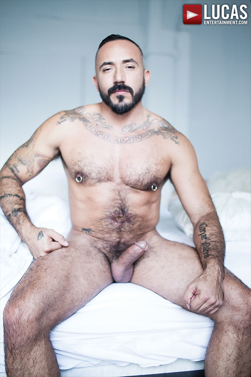 LucasEntertainment-Alessio-Romero-muscle-bear-big-raw-cock-bare-fucking-bottom-stud-Drew-Sumrok-fucked-bareback-002-tube-video-gay-porn-gallery-sexpics-photo