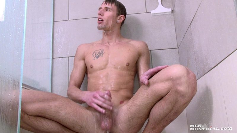 Blond chiseled hunk Alexy Xavier's jack off session