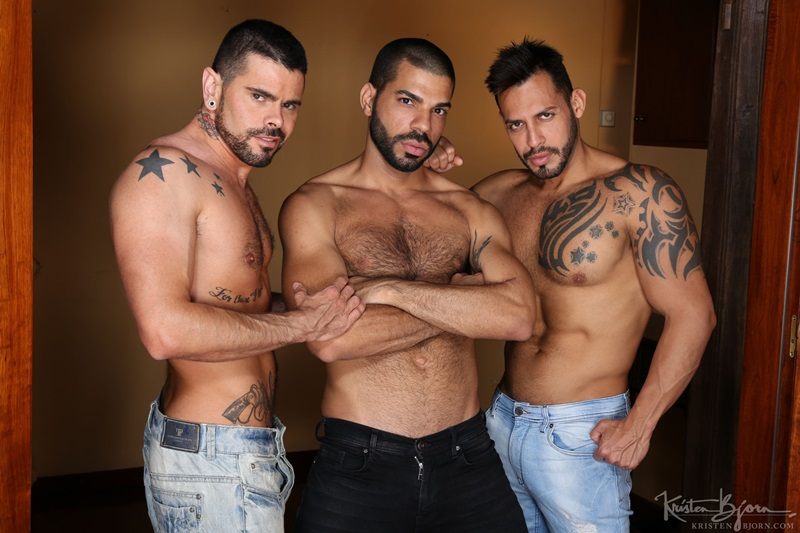 Bareback fucking threesome Viktor Rom, Mario Domenech and Hugo Arenas