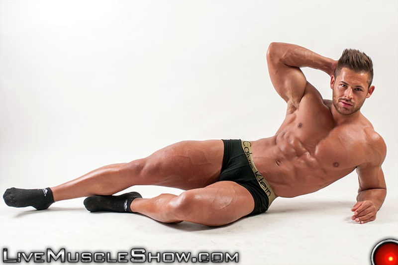 Live Muscle Show Chip Michaels strips and jerks his huge muscle dick to a massive cum explosion