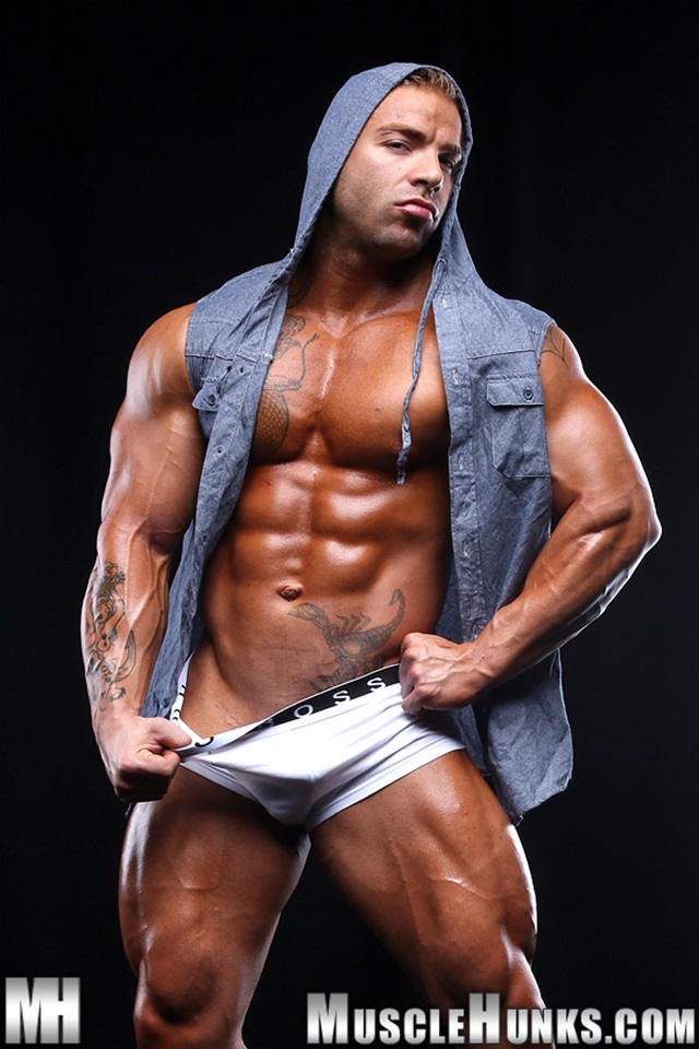muscle men 2 muscle hunks  Max Hilton