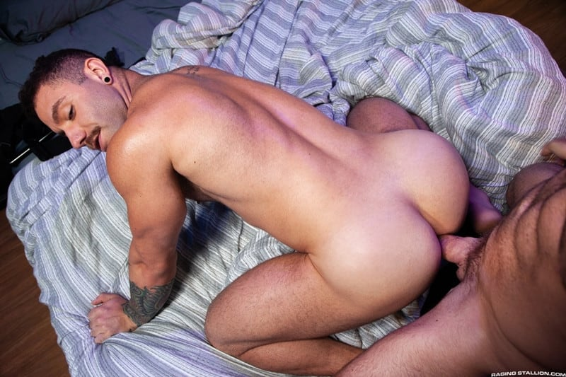 Men for Men Blog Eddy-Ceetee-Alex-Mecum-Riley-Mitchel-big-raw-dicks-sucking-anal-bareback-ass-fucking-RagingStallion-009-gay-porn-pictures-gallery Alex Mecum and Riley Mitchel bareback ass fucking whilst Eddy Ceetee looks on Raging Stallion