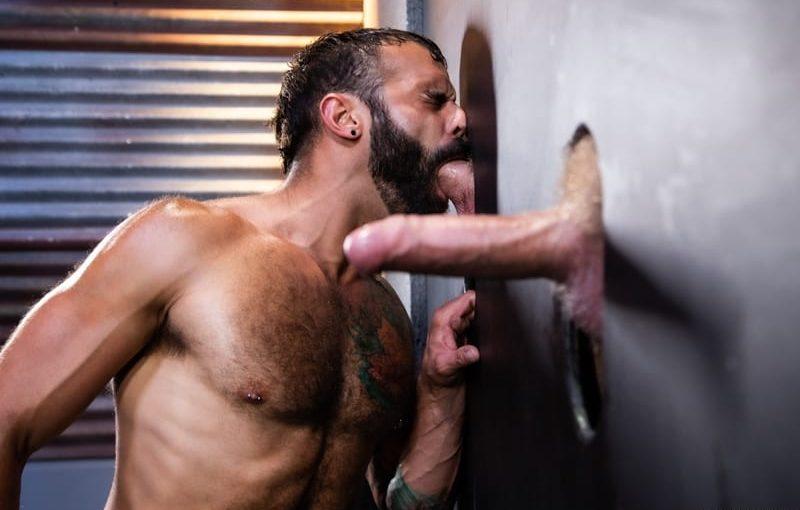 Hardcore fuck-train Logan Stevens, Brian Bonds and Drake Masters big dick fucking