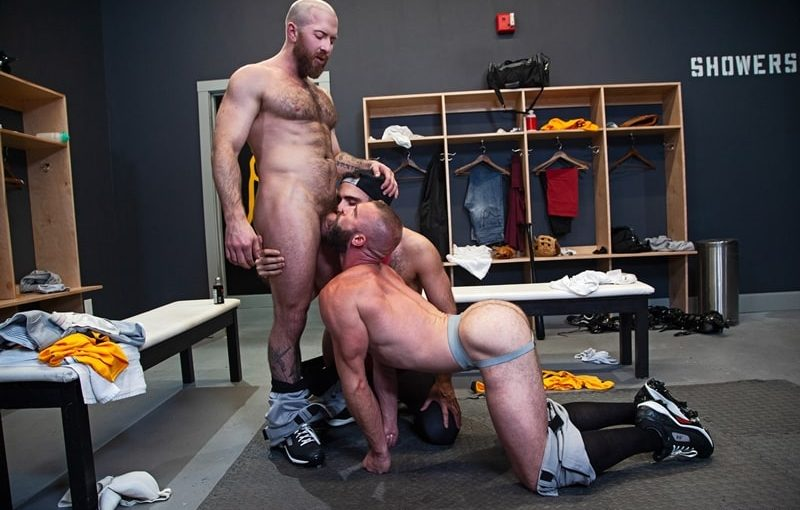 Anthoni Hardie gets under Donnie Argento to give Nigel March all-access to two tight holes