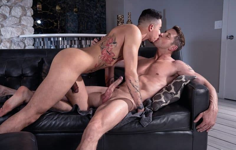 Young ripped hottie Vincent OReilly's hot hole raw fucked by Johnny Ford's huge thick dick